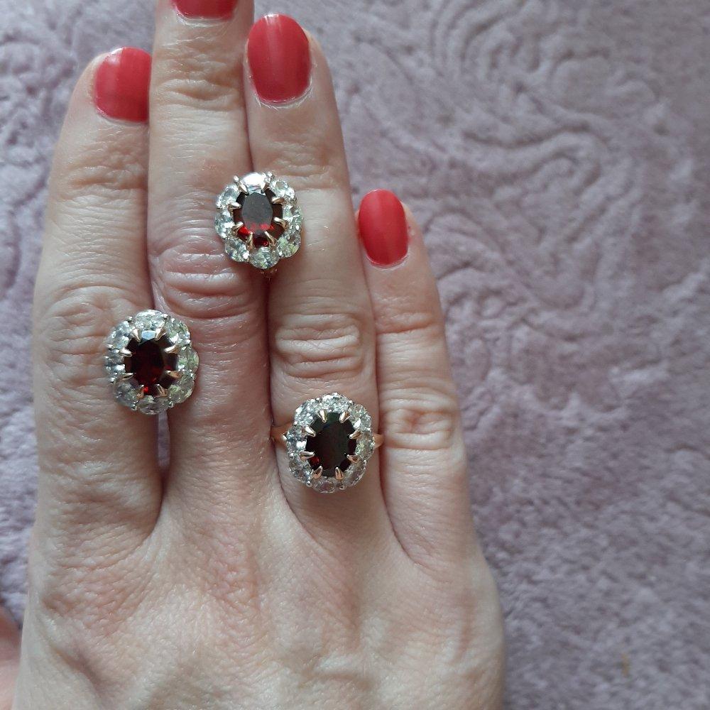 Кольцо очень понравилось,как аленький цветочик переливается на пальце.