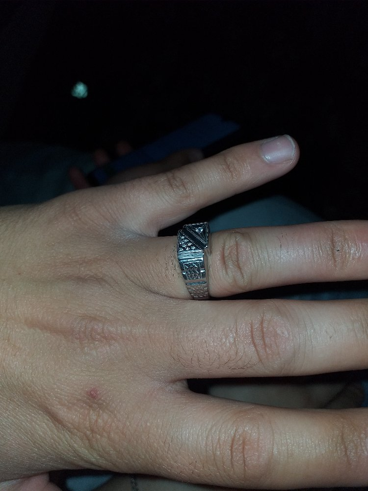 Ето колцо для мужа ей очен понравилас