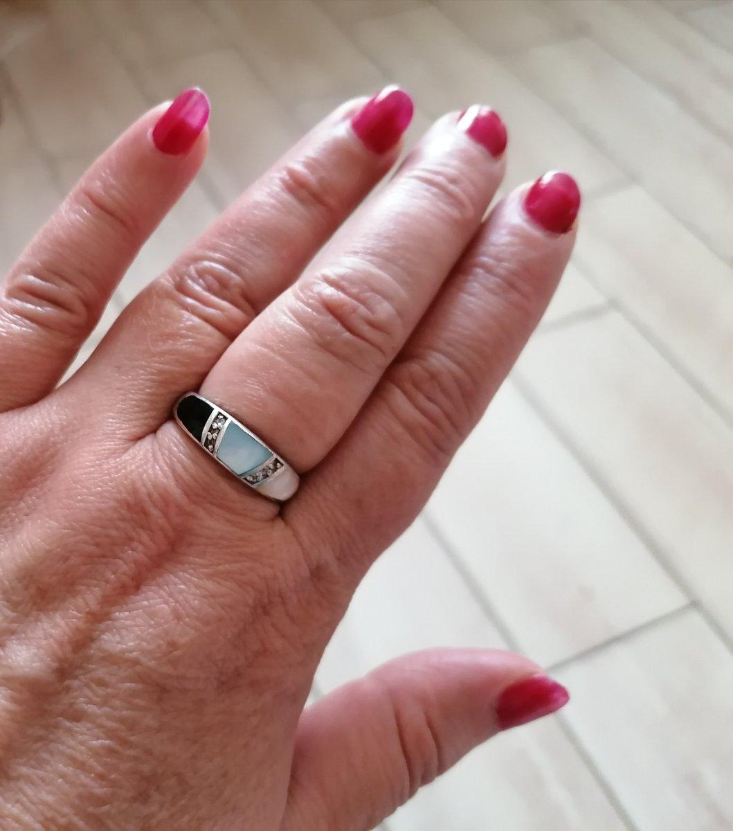 Серебряное кольцо с фианитами и перламутром.