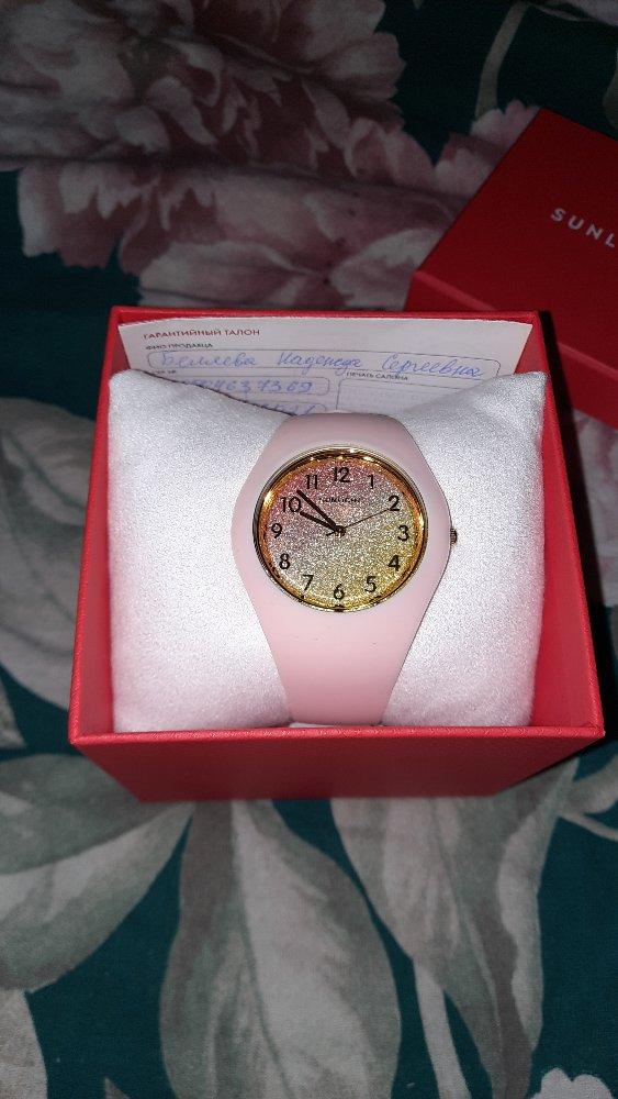 Часы на селиконовом ремешке