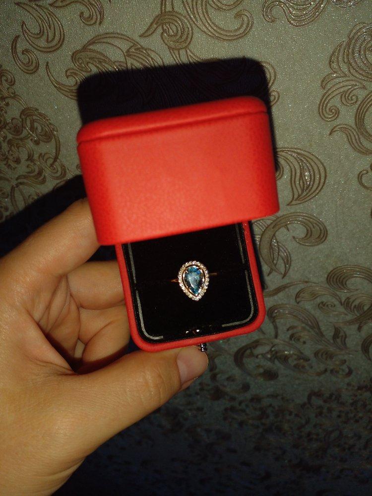 Кольцо очень милое! красиво смотрится!