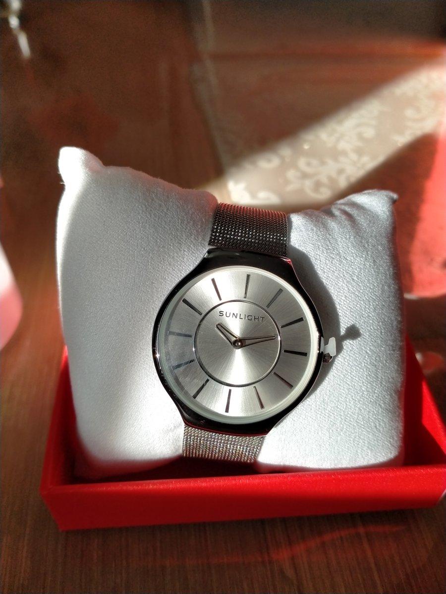 Часы с металлическим ремнём