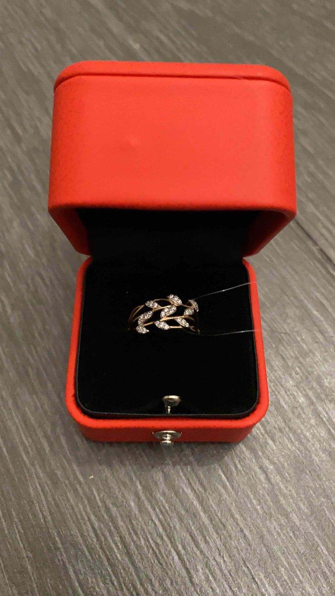 Очень легкое и красивое кольцо)