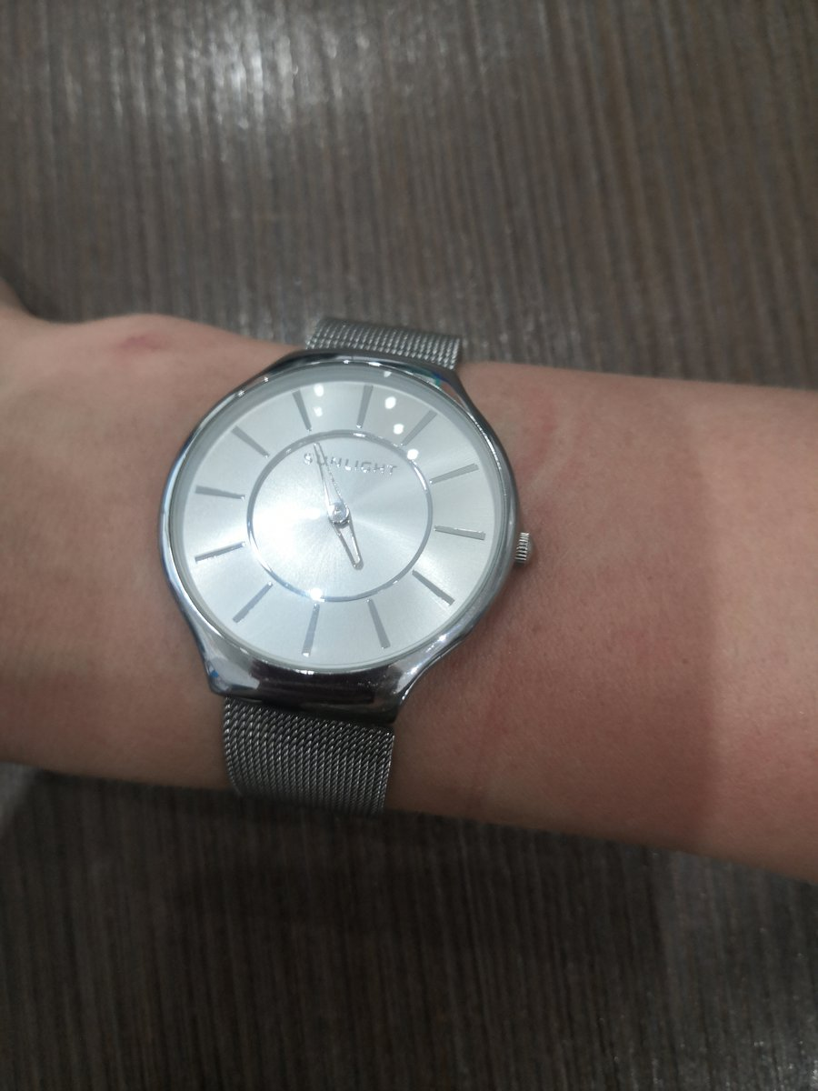 Покупала часы на новый год, удобные, лёгкие.