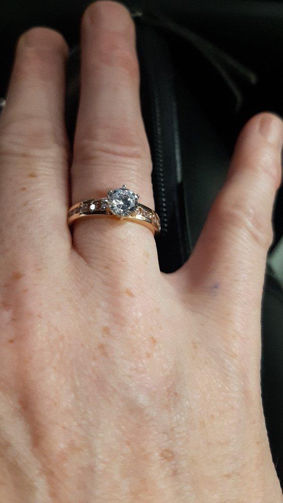 Кольцо очень красиво смотриться.