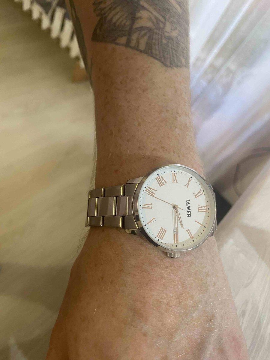Очень красивые часы . молодой человек был в восторге