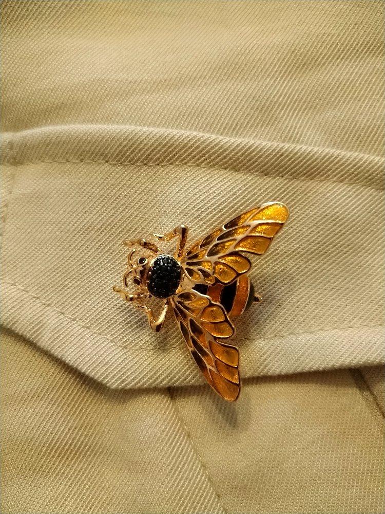 Пчёлка брошь