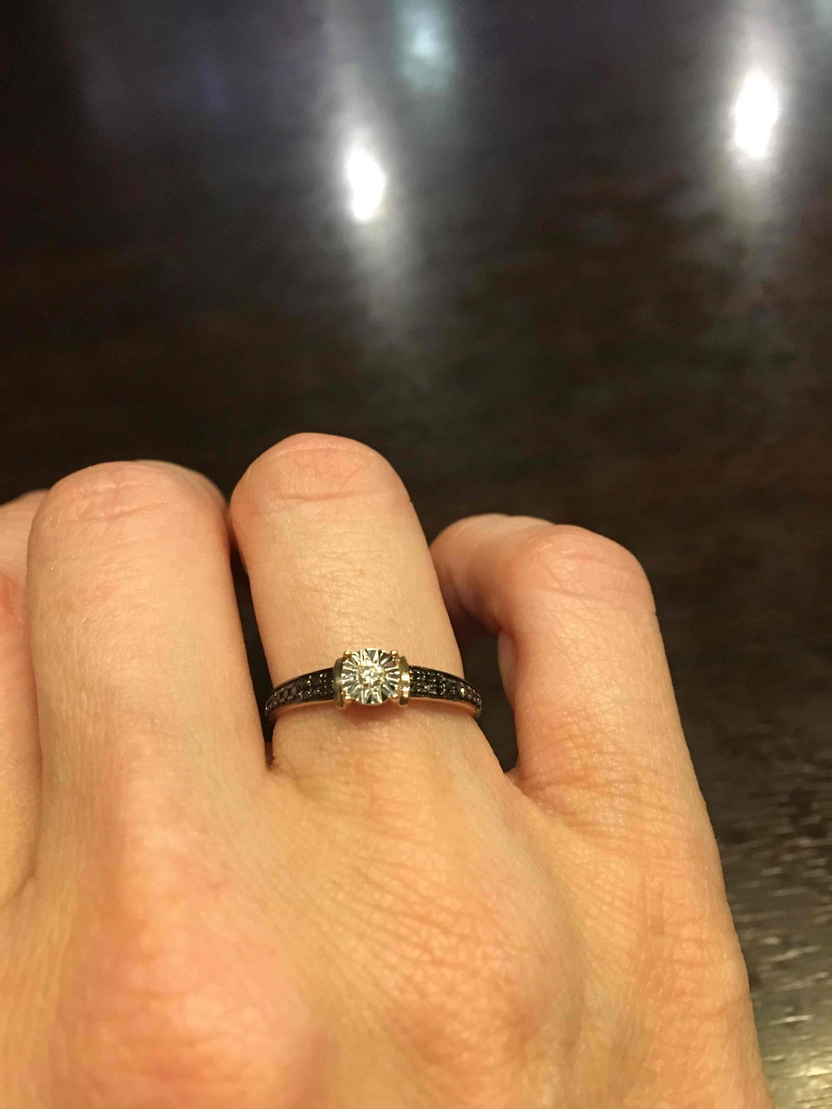 Нежное кольцо с бриллиантами