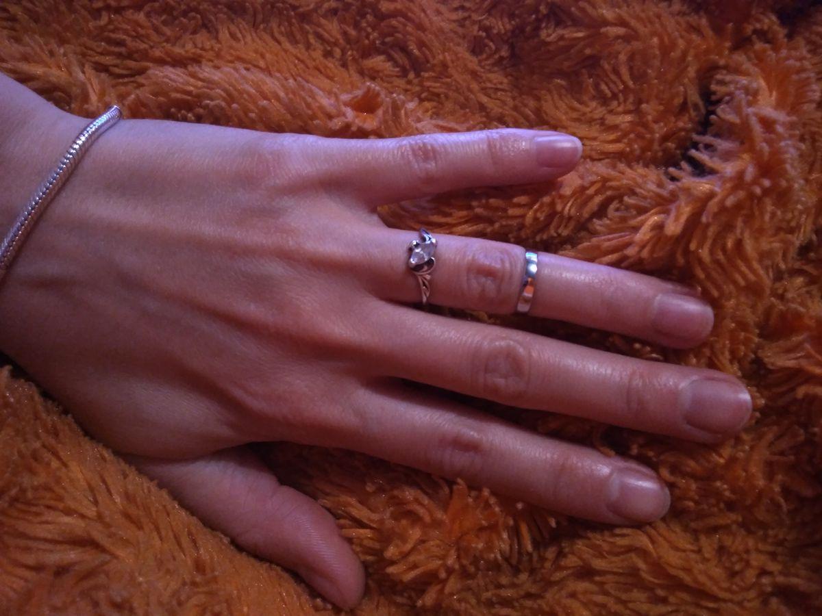 Оно такое малюсенькое, как будто я отняла обручальное кольцо у ребенка 😁