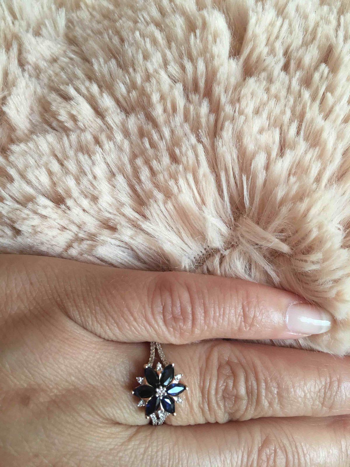 Кольцо с синеньким сапфиром