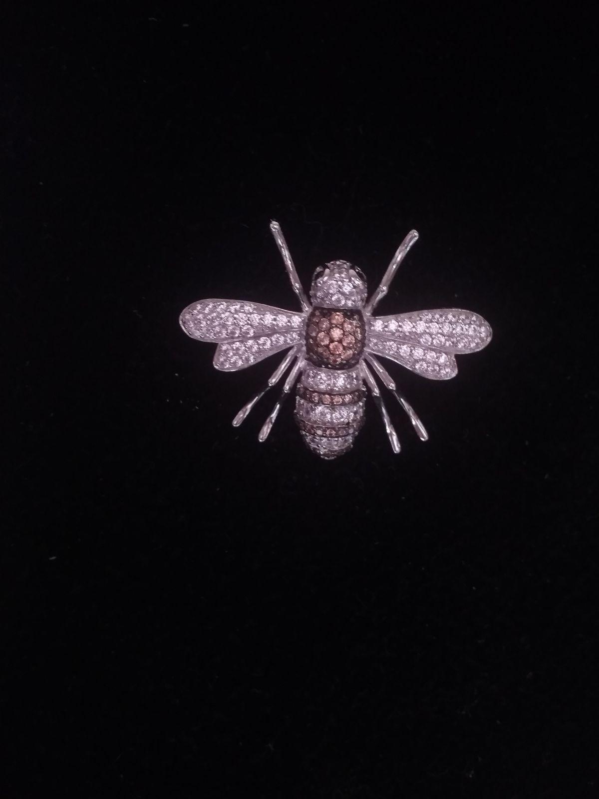 Красивая Пчелка