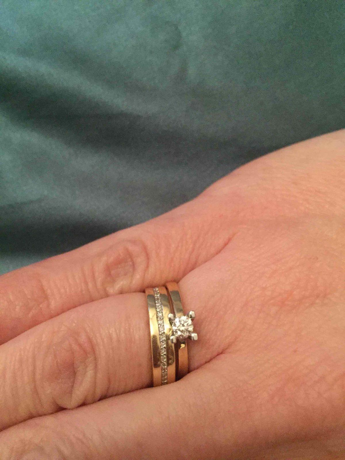 Очень нежное обручальное кольцо