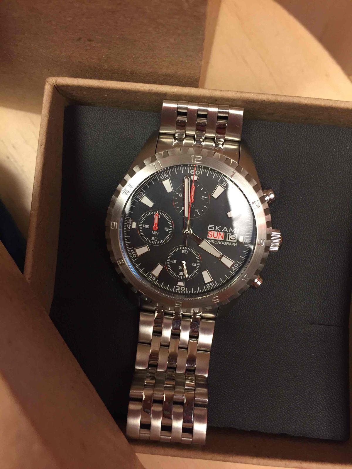 Купила часы в подарок молодому человеку)