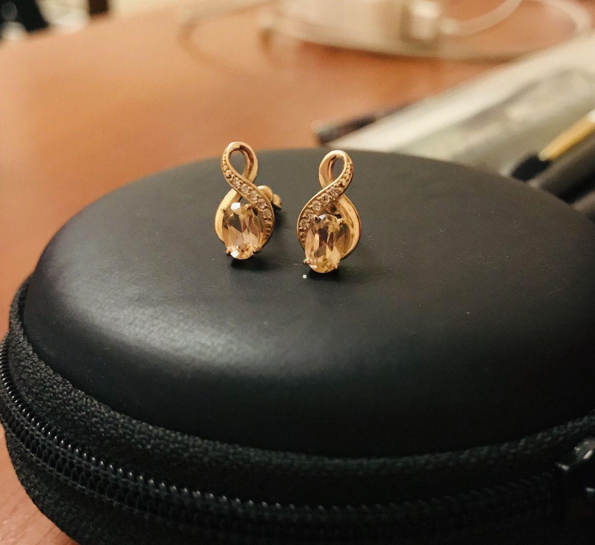 Замечательные миниатюрные серьги!