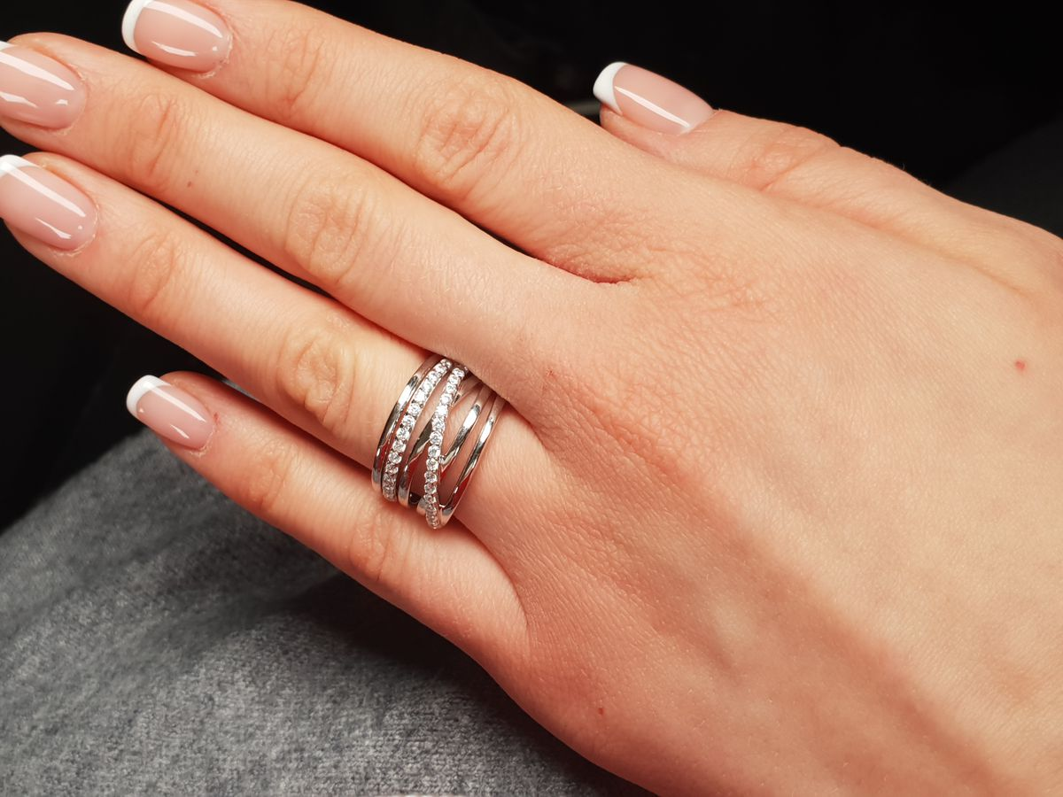 Серебряное кольцо с фианитом. Спасибо огромное вашему магазину и персоналу.