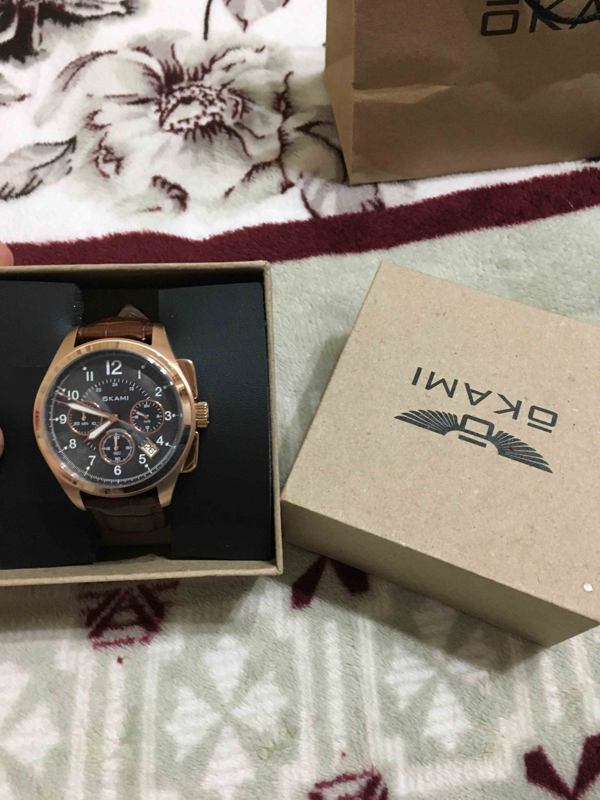 Часы в подарок. Очень понравились.