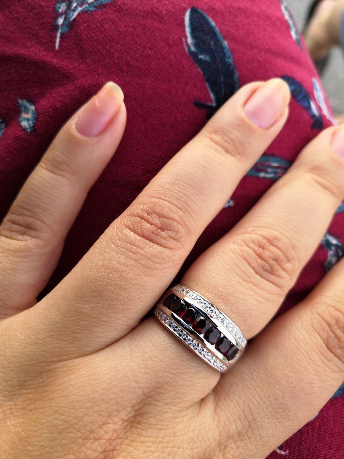 Красивое, заметное кольцо