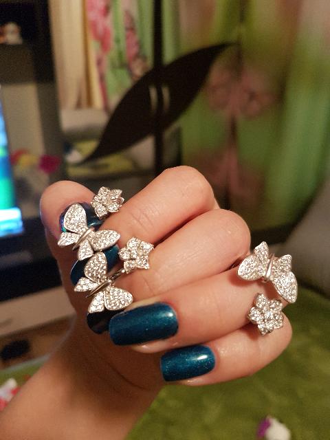 Купила с певра кольцо  понравилось а затем сережки очень нежные и красивые!