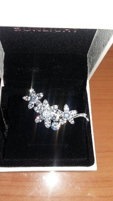 Замечательная нежная брошка в подарок)))