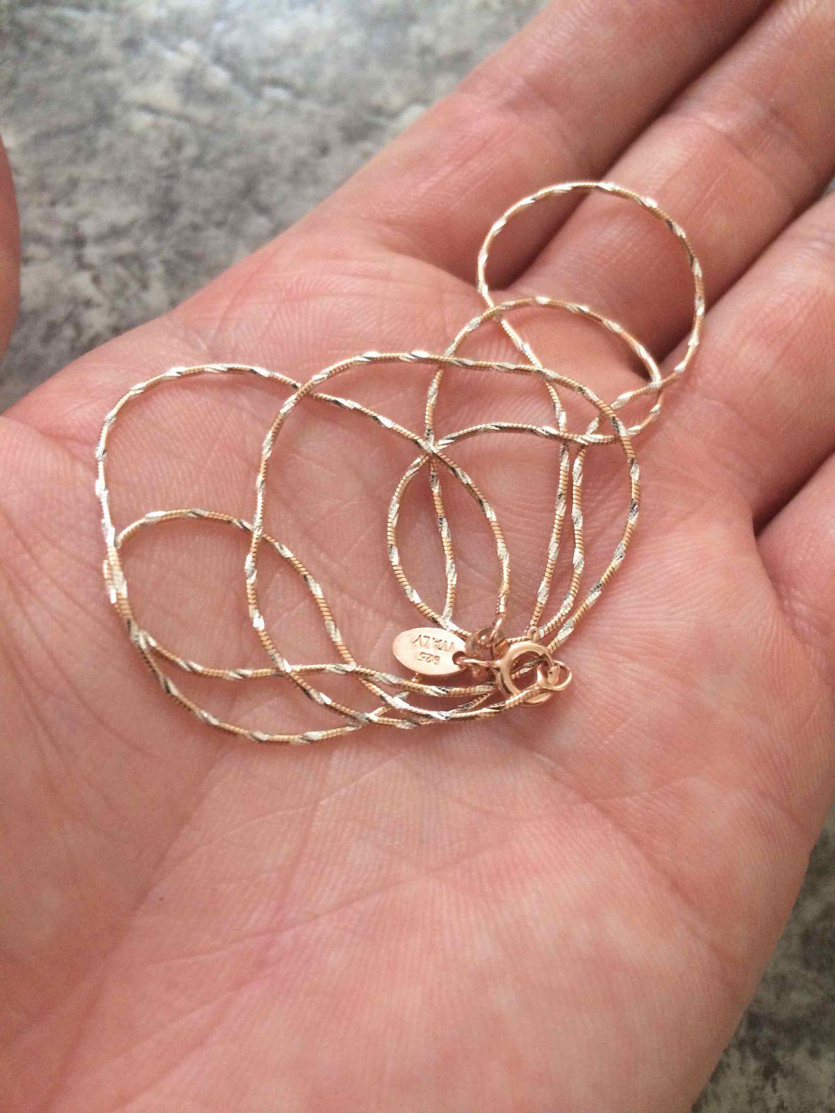 Красивая серебряная цепь с позолотой