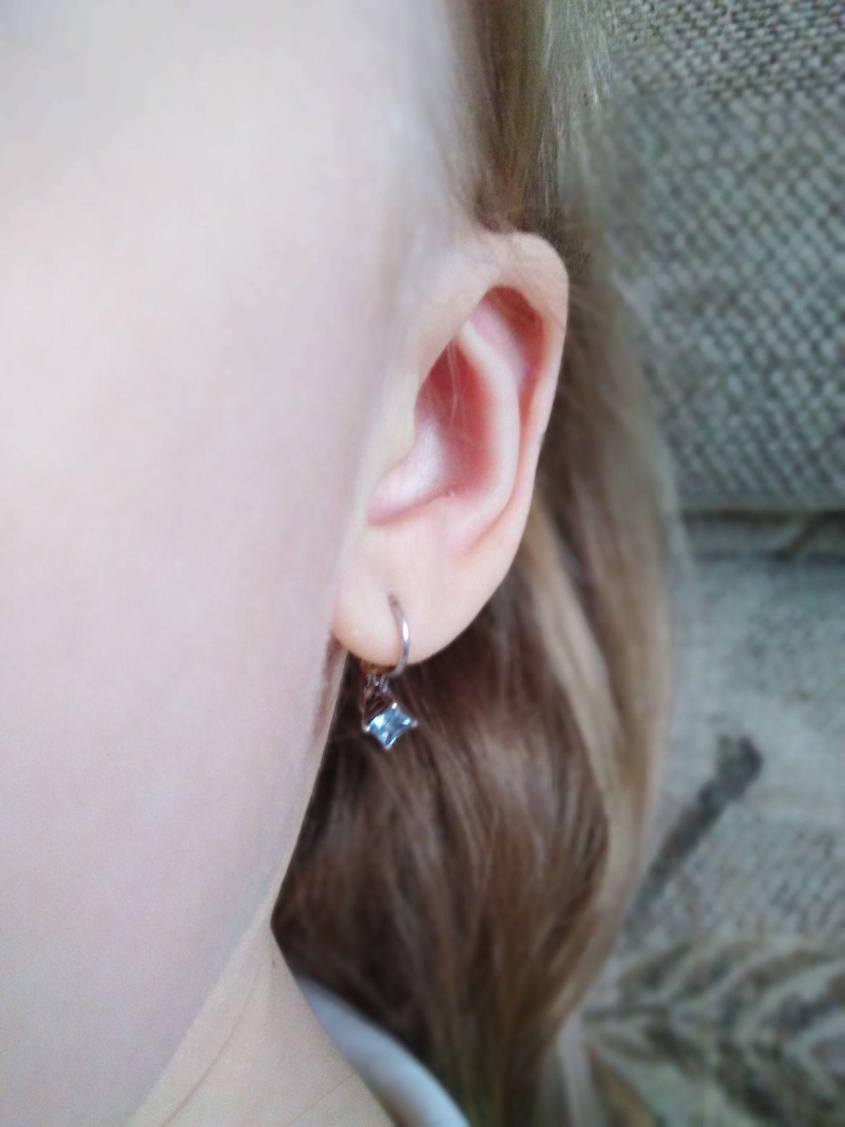 Серьги для дочери с голубым камнем