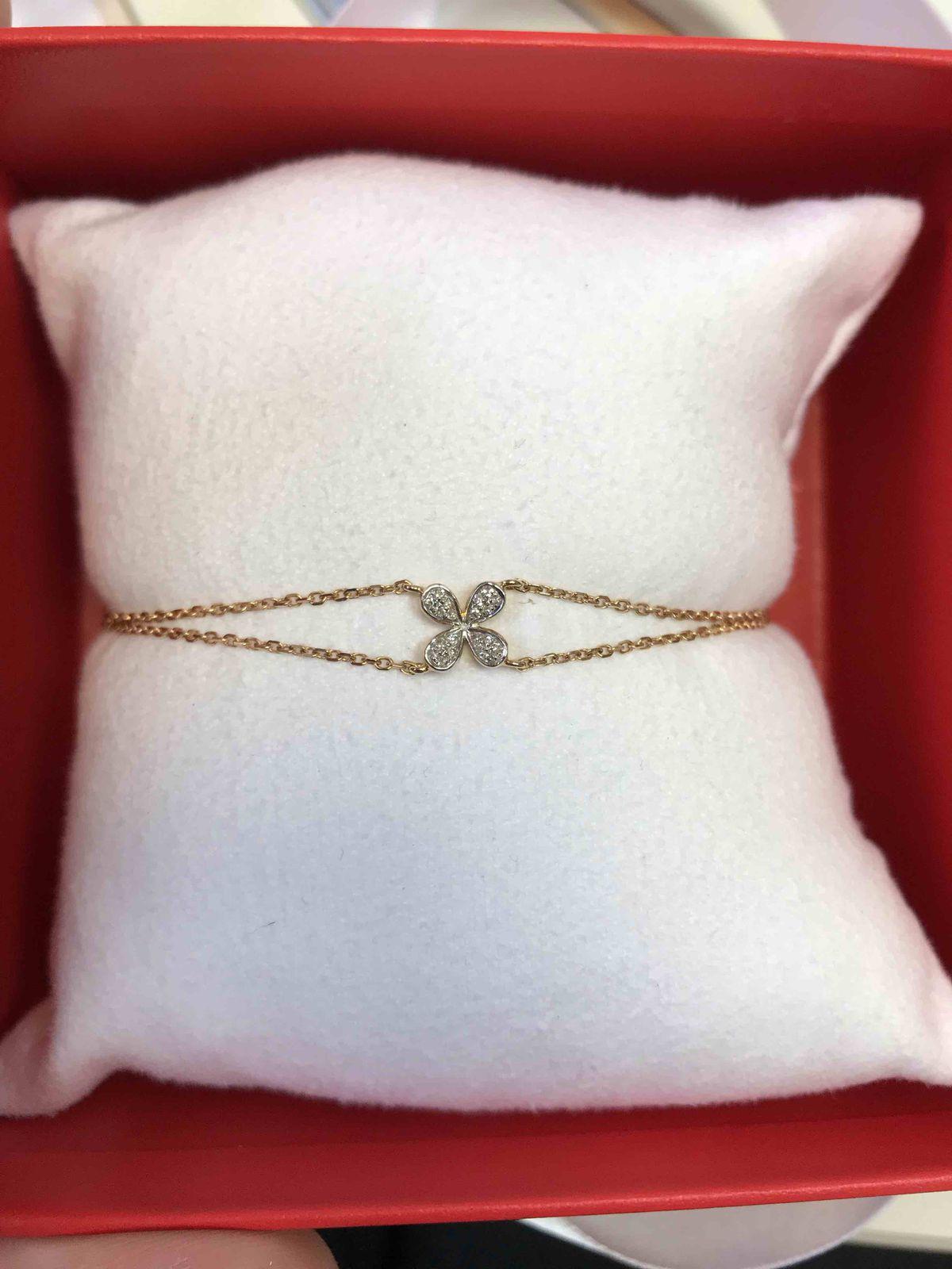 Золотой браслет с бриллиантами.