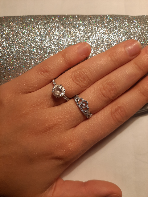 Тоненькое и нежное кольцо
