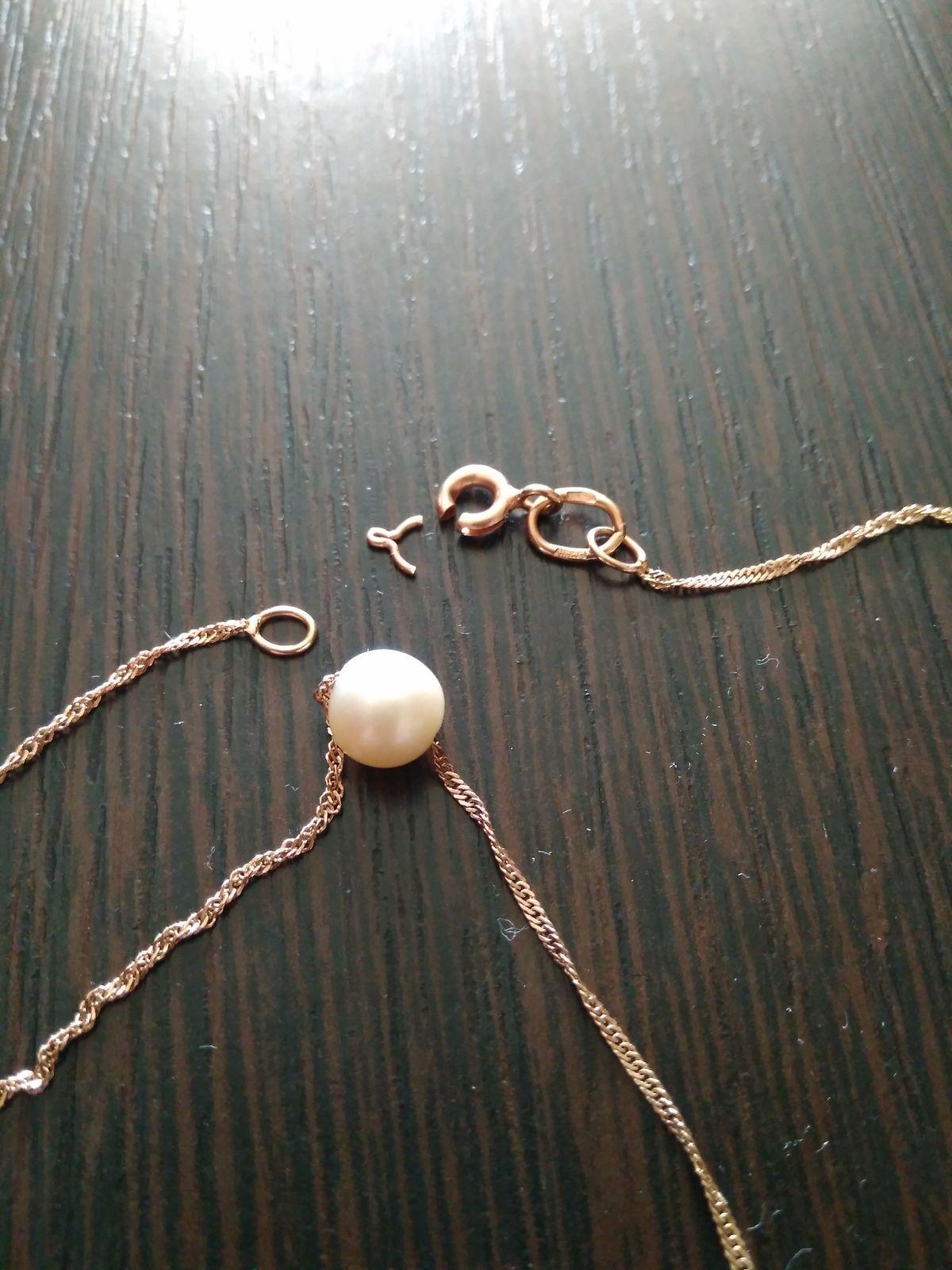 Золотое ожерелье с жемчугом.
