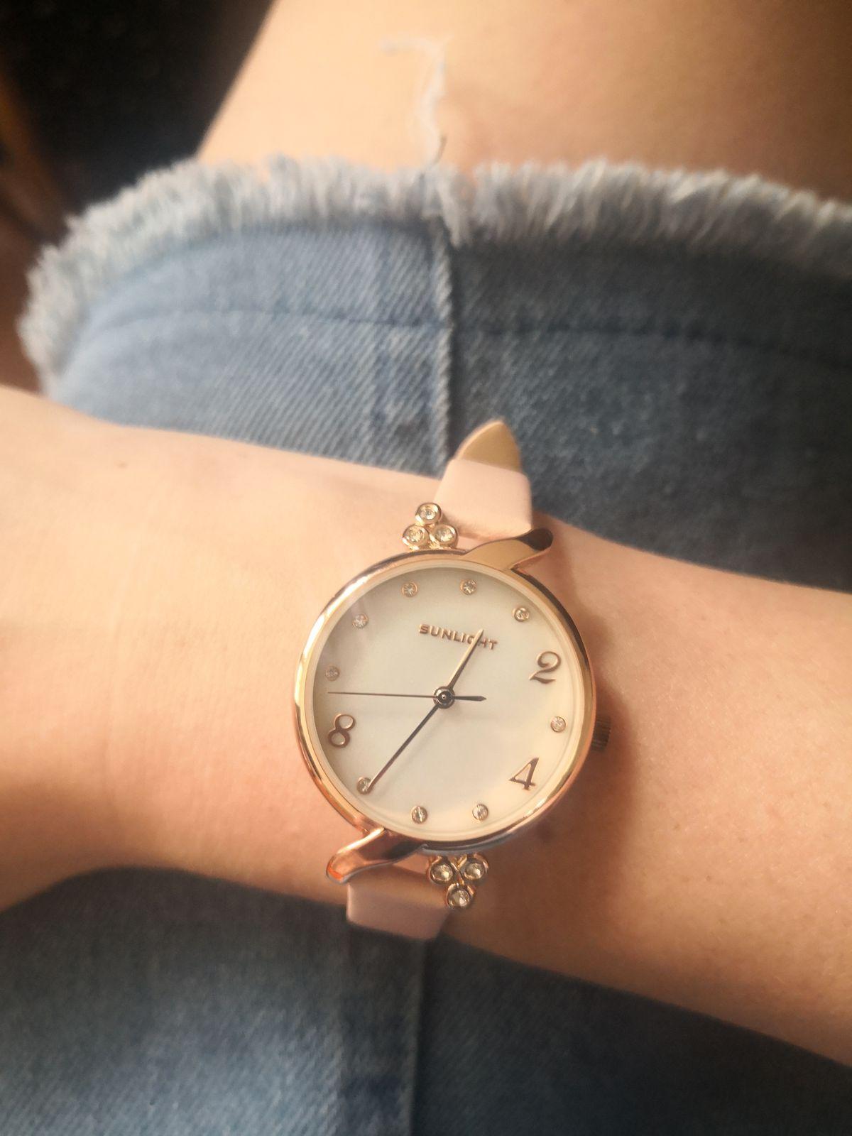 Часы розовые.