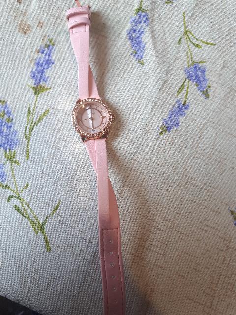 Розовые часики