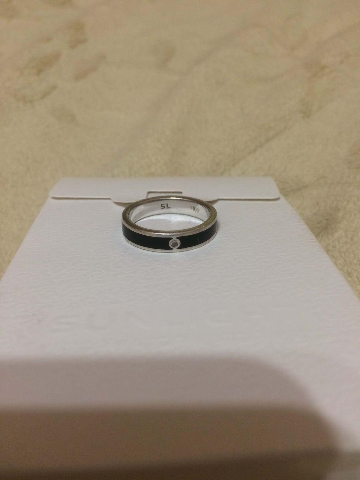 Серебряное кольцо с фианитом, эмалью.