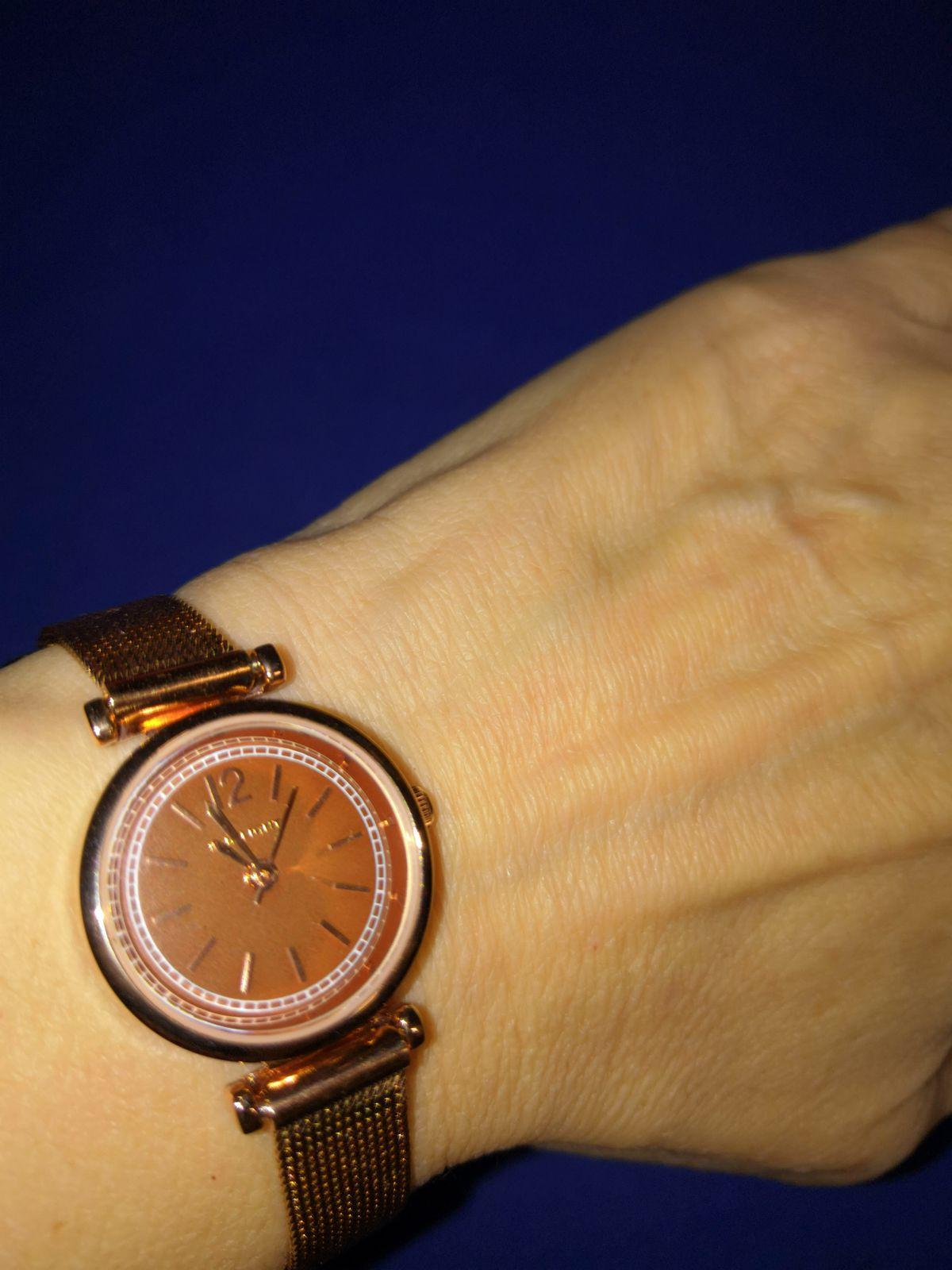 Классические женские часы на миланском браслете. Подходят для всех случаев.
