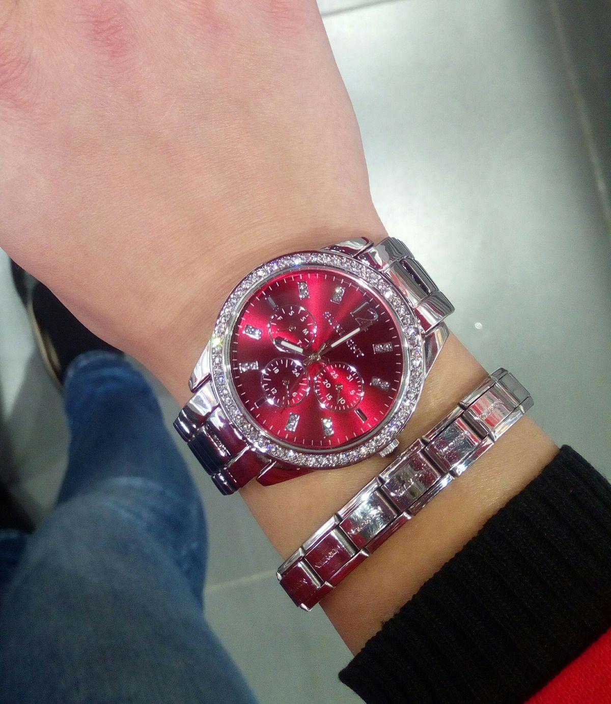 Отличные часы)))😍😍😍