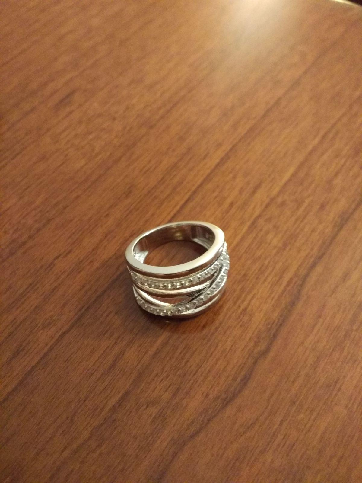 Кольцо  красивое и необычное его можно носить с любым нарядом с джинсами