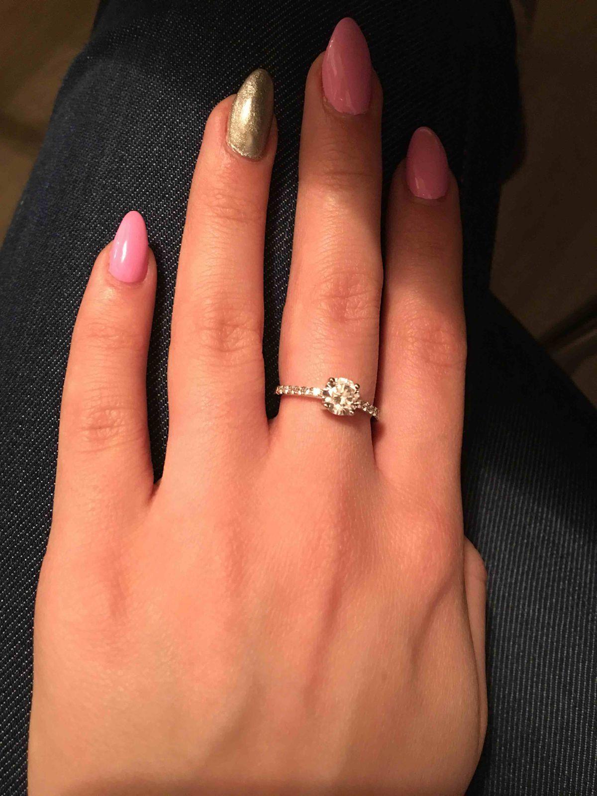 Прекрасное, серебряное кольцо