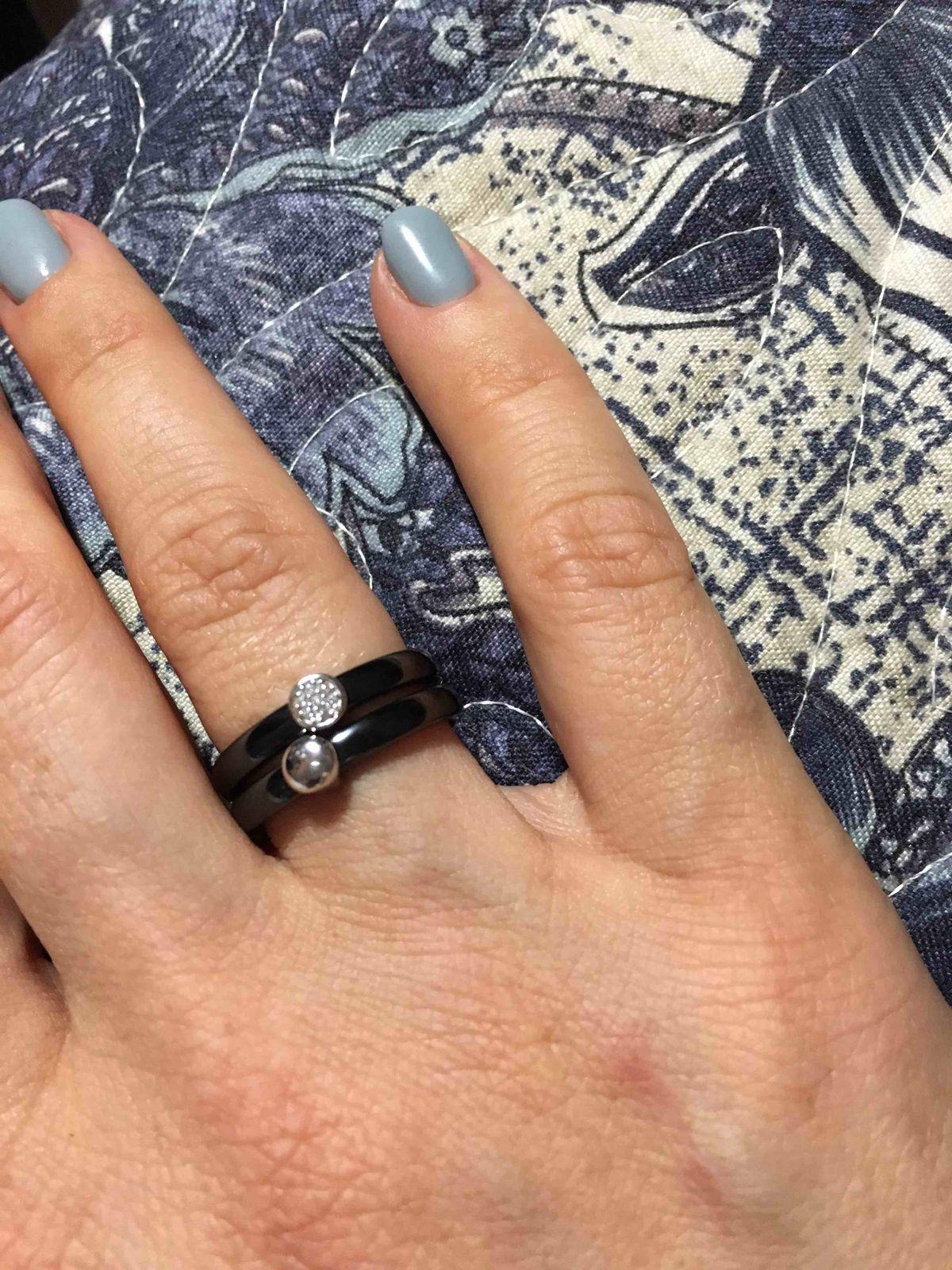Покупка кольца из керамики
