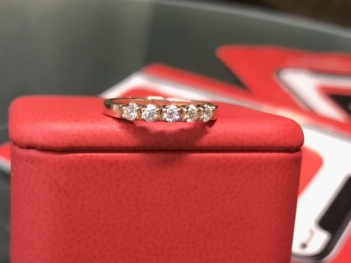 Золотое кольцо с бриллиантами Якутии