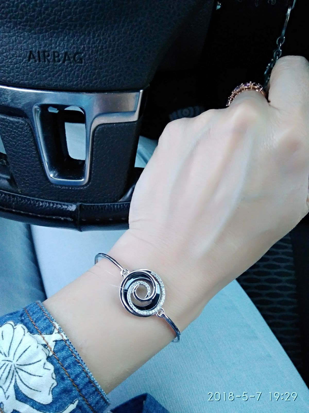 Шикарный браслет с фианитами и керамикой)))