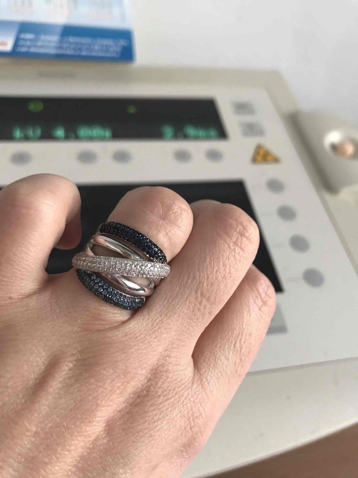 Кольцо,серебряное, с синими  и голубыми камешками