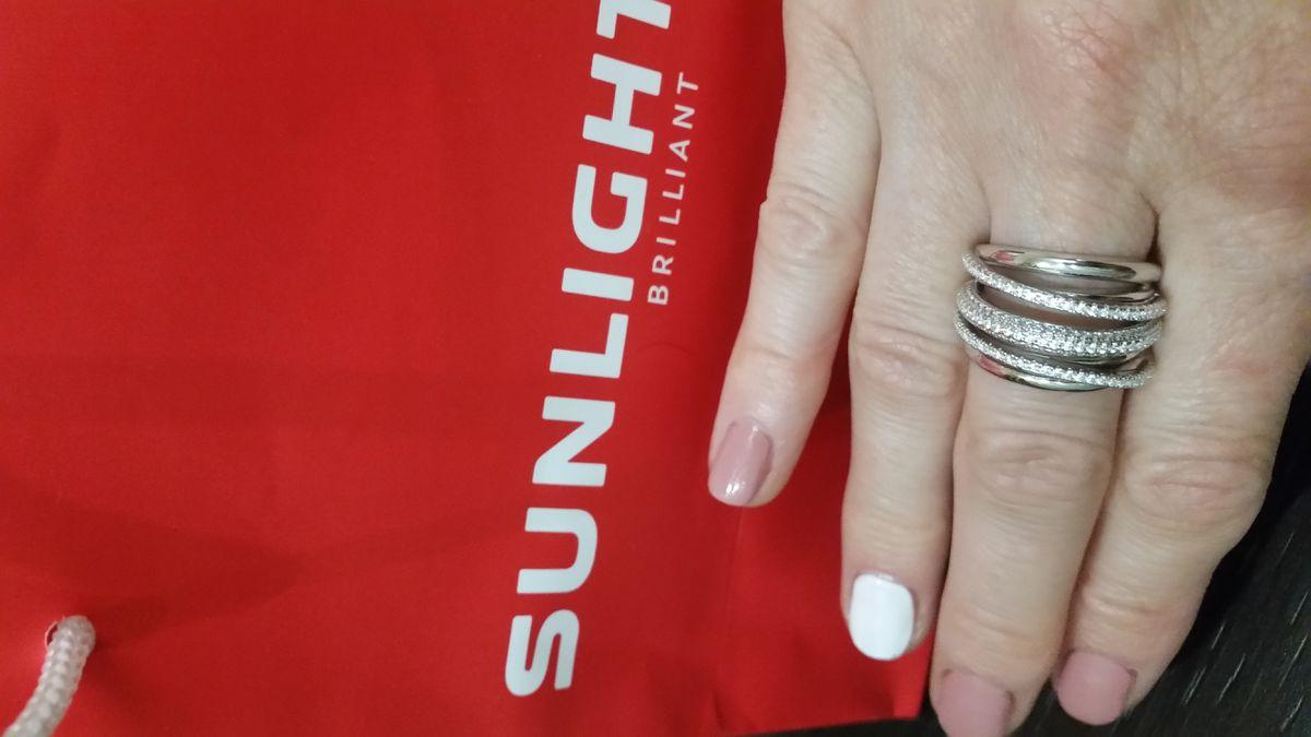 Эффектное серебряное кольцо.