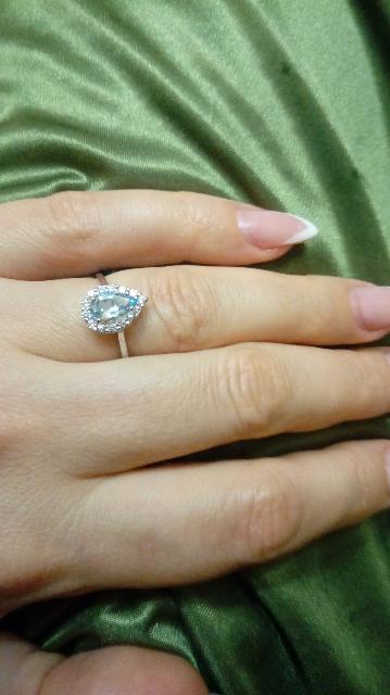 Нежное кольцо с миниатюрным топазом