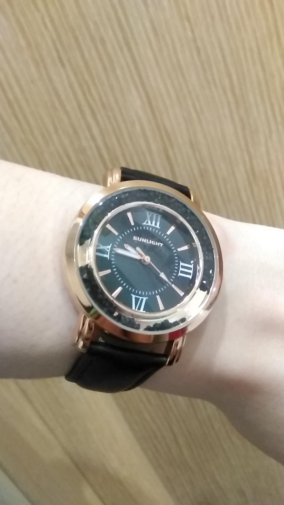 Презентабельные женственные часы