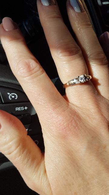 Отличное кольцо с высококачественным  бриллиантом !