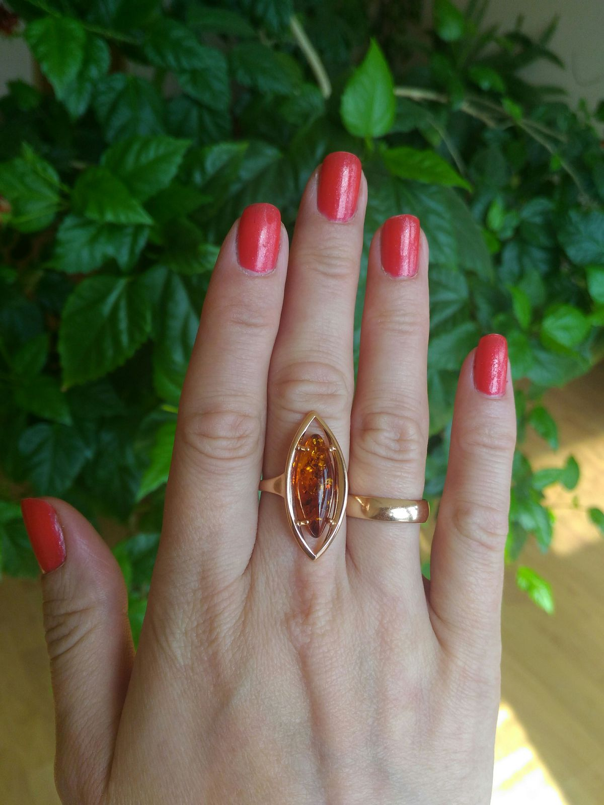 Перстень с янтарем.