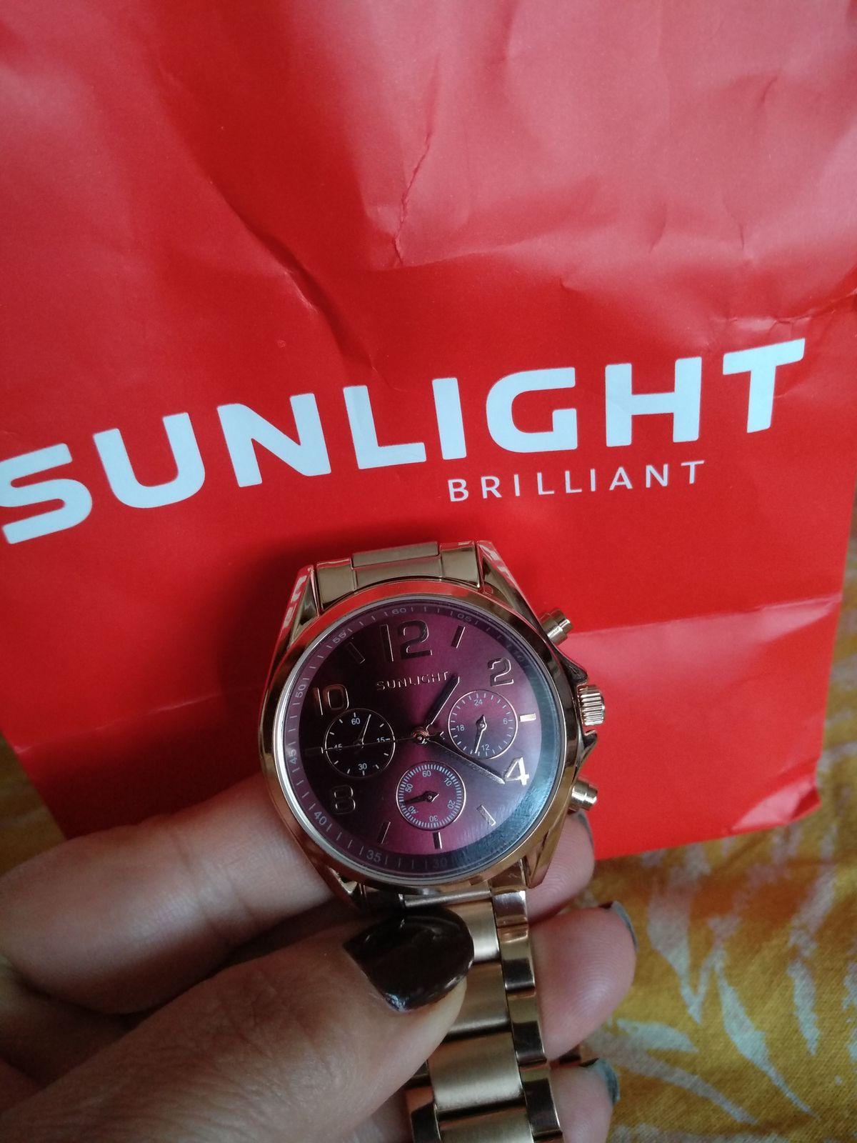 Часы с браслетом из нержавеющей стали.