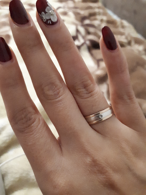 Очень красивое обручальное кольцо!!!
