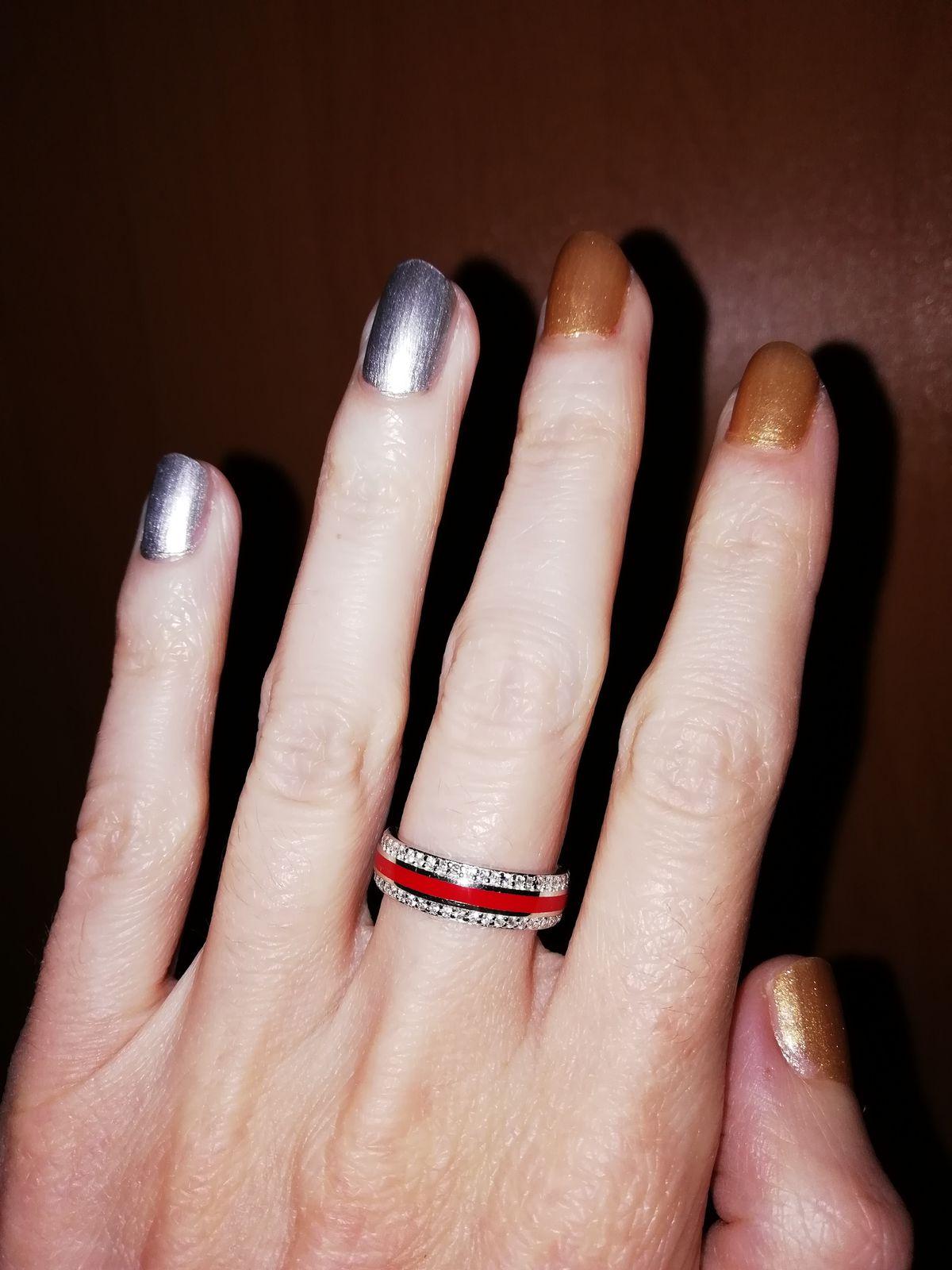 Кольцо с фианитами (красная эмаль)