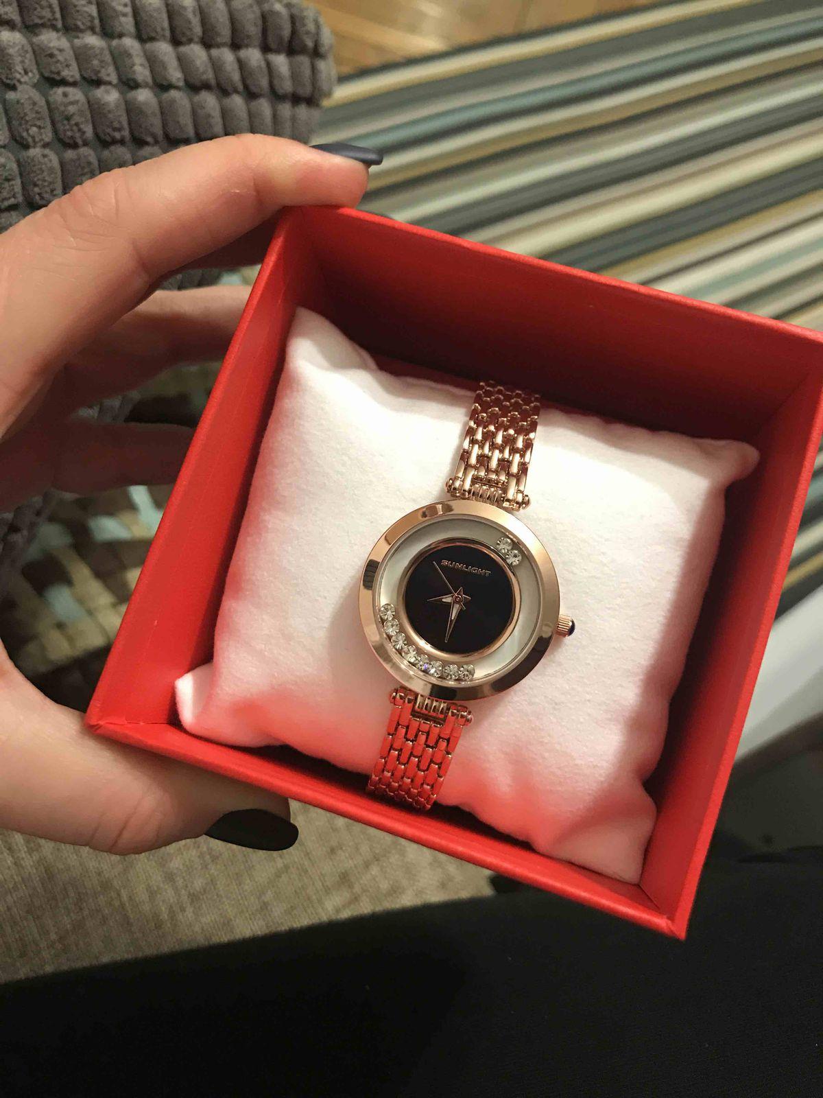 Красивые часы с камнями