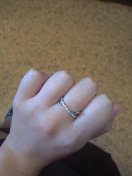 Женское изящное кольцо.