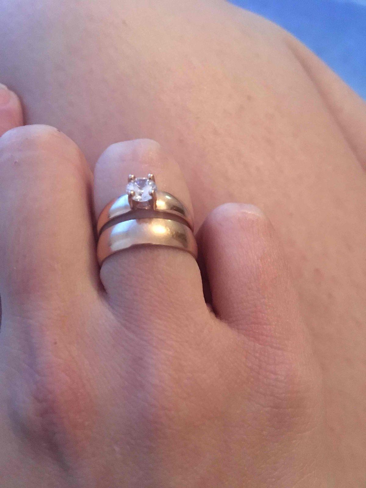 Кольцо красивое выглядит красивее чем на фото, я в восторге !!! 😍